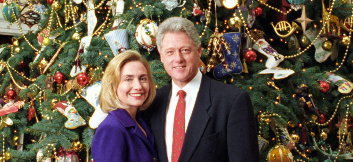 Bill-and-Hillary-Clinton-Christmas-Portrait-1996-cropped1