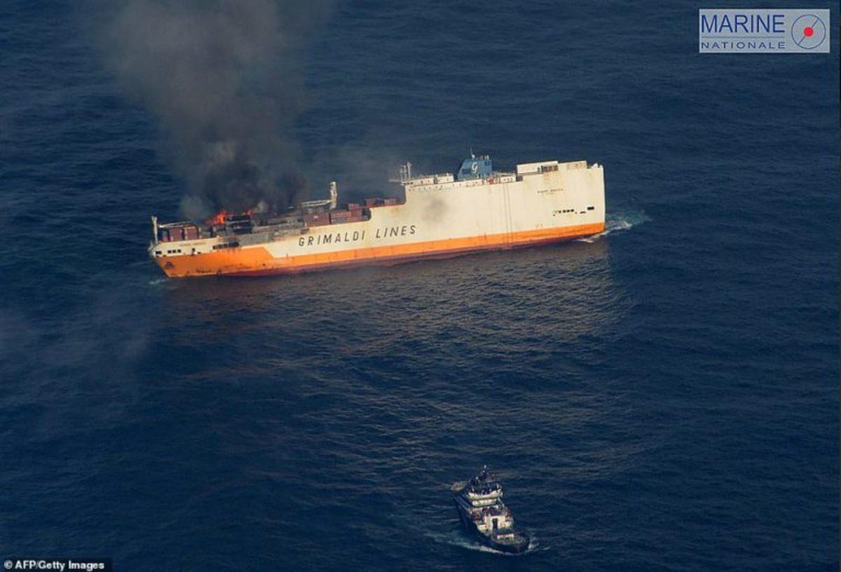 sinking-ship-4-768x522