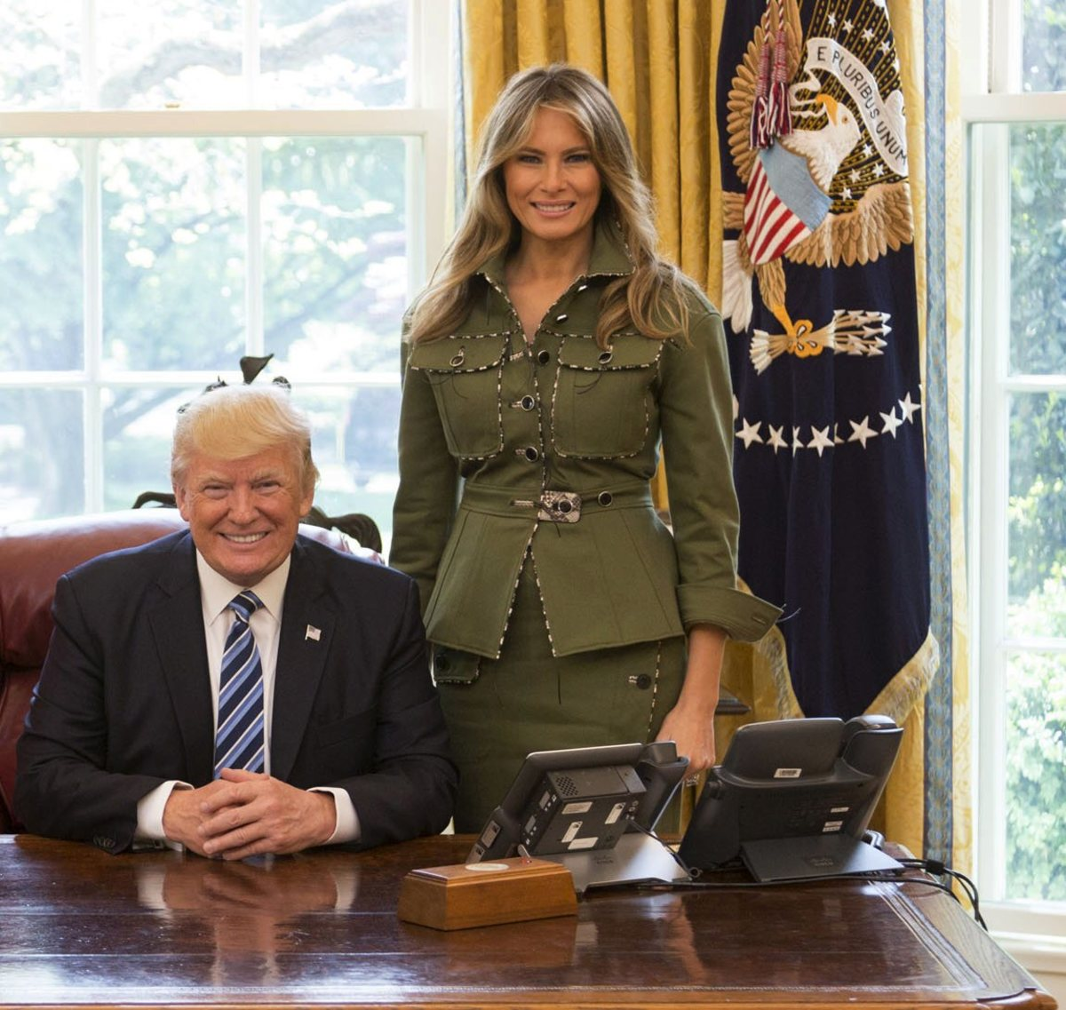 Donald-and-Melania-Trump-in-the-Oval-Office-2017